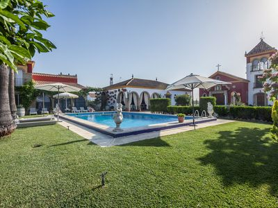 Photo for OFFERS!! RURAL HOUSE WITH POOL 25km FROM SEVILLA. WIFI, A / C BIKES.