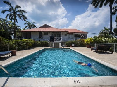 Harbour View Apartment - A charming gated oasis in historic Fort George, Belize
