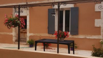 Photo for cottage in the countryside at the foot of the alpilles and Avignon