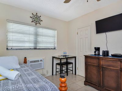Photo for Gorgeous Cozy Condo,1 min walk to Hollywood Beach!