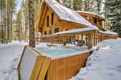 Start your Summit County sojourn at this Breckenridge cabin!