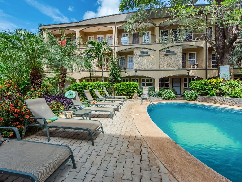 Gorgeous condo with shared swimming pool - quick walk from the beach! -  Tamarindo