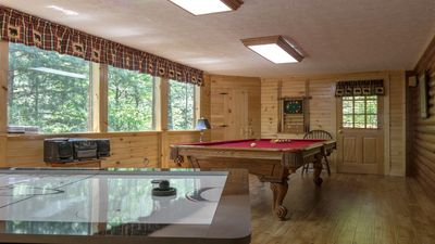 Game Room, Pool Table,Air Hockey,PS2,
