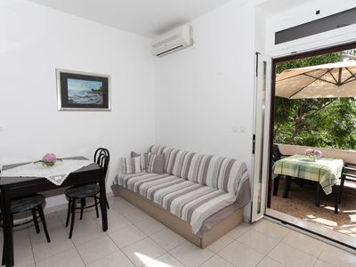 Photo for Two bedroom apartment with air-conditioning Mandre (Pag)