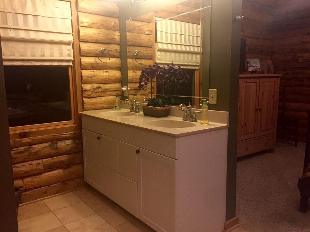 Secluded private 5000 square foot luxury lodge located on for 5000 sq ft to acres