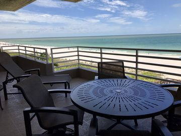 SOMERSET Unit 503, Beachfront condo Enjoy espectacular sunsets in a front row