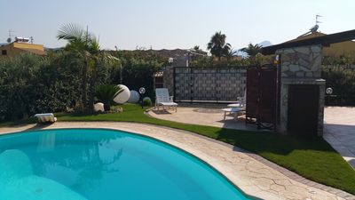 Photo for Apartment in Villa with pool in conivisione 10 km from Cefalu