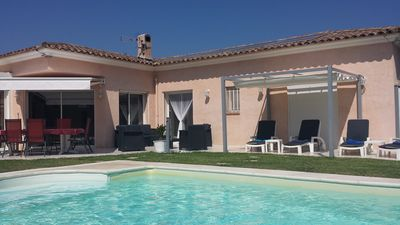 Photo for Single storey villa, facing south, 360 ° view, flat garden, private pool near Cannes