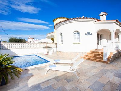 Photo for 3 bedroom Villa, sleeps 6 in Empuriabrava with Pool and Air Con
