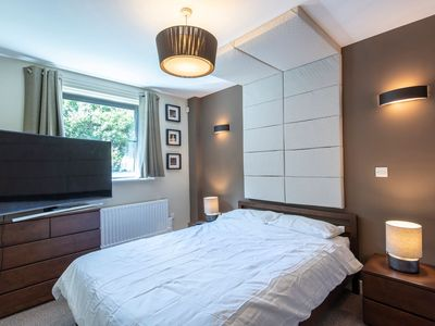 Photo for Lovely 2 Bed Flat - Airport/Piccadilly Friendly