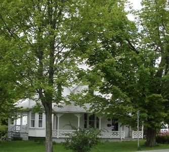 Photo for Charming English Cottage-In the heart of Magog