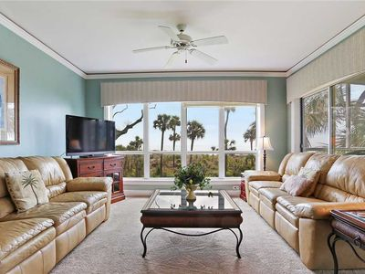 Nicely decorated 3 bedroom Ocean Front Unit