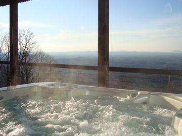 Luxurious Blue Ridge Cabin with Breathtaking View from Hot Tub