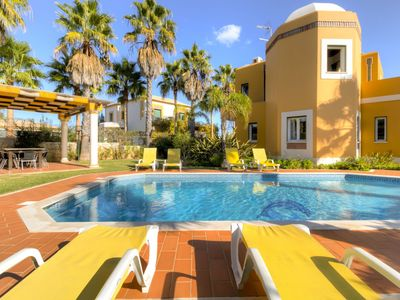 Photo for Villa in Guia with 4 bedrooms sleeps 8