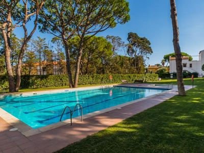 Photo for 4 bedroom Villa, sleeps 6 with Pool and Walk to Beach & Shops