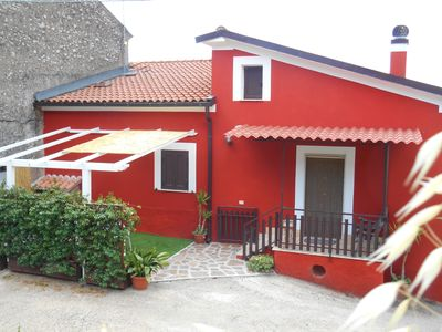 Photo for Spacious and bright country house with mountain views at 50 minutes from Rome
