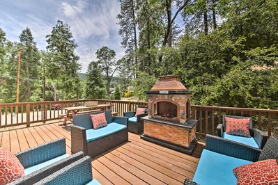 Crestline Vacation Rental | 2BR | 2BA | 1,495 Sq Ft | Steps Required