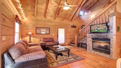 Photo for Charming Cabin.  Comfy Beds. Under 5 Miles to Parkway. Game room!  Hot tub!