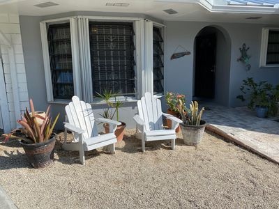A quaint 2 bedroom cottage  minutes from the beach and Port Lucaya.
