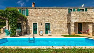 Photo for Charming villa with pool amidst nature near Pazin