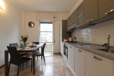 Fully equipped kitchen with toaster, kettle, oven, dishwasher...