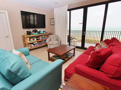 Large & Accommodating Ocean Front 3 Bedroom Condo