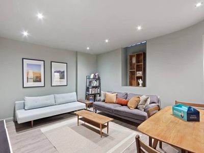 Photo for Cosy 2 bed flat in Notting Hill, 3 mins to station