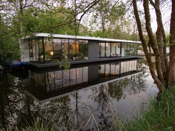 Holiday Water Villa Intermezzo Near To Giethoorn And Is To rent.