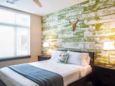 Photo for Centrally located, walk everywhere.  Hotel amenities with free parking.