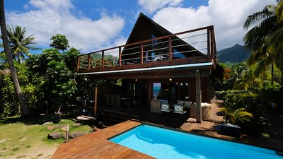 Maharepa Beach villa by ENJOY VILLAS MOOREA ,White sandy beach with a pool