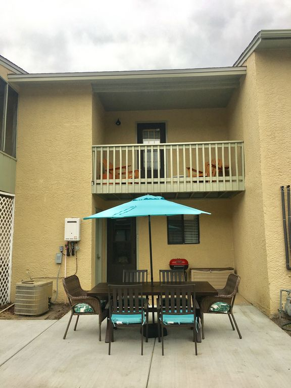 Beautifully Decorated Townhome in Gulf Highlands with golf cart!