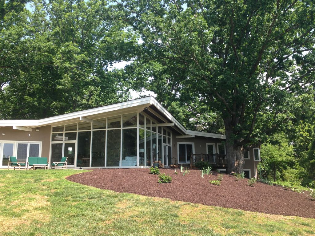 Beautiful relaxing getaway for family and homeaway for Charlottesville cabin rentals hot tub