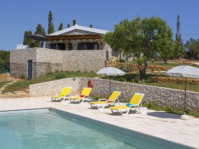 Photo for 3 bedroom Villa, sleeps 6 in Vilamoura with Pool, Air Con and WiFi