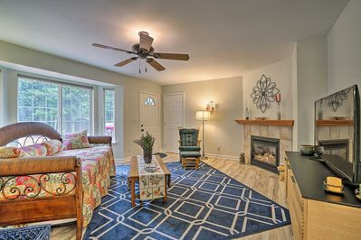 Prepare for a relaxing, romantic getaway at this Pollock Pines vacation rental.