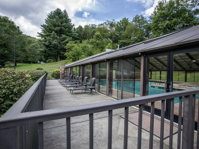 3BR Mtn Home in Echota Community w/ Amenities, King Suite, Hot Tub, River Access, Pool Table