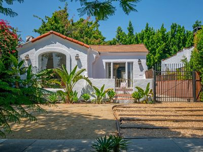 Photo for Beautiful california home WALKING DISTANCE to Melrose, beverly Blvd and 3rd !