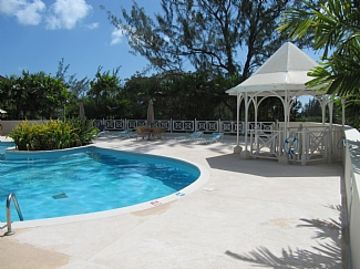 Apartment with Pool set In 70 Acres Of Beautifully Lush Tropical Gardens