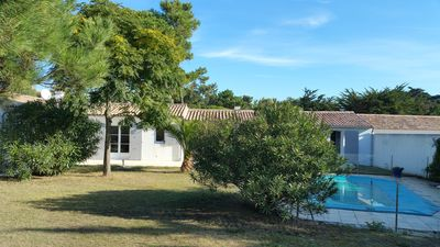 Photo for Villa - 12 people - Heated Pool - Garden - WiFi - Beach - Ile de Re