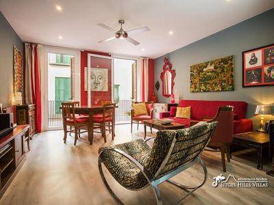 Photo for Fabulous Very Central Colourful Apartment with A/C and Balcony