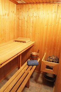 Photo for Cottage on the lake, sauna, whirlpool, box spring bed