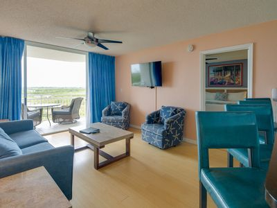 Photo for Breezy dog-friendly condo w/ private deck, shared pool/hot tub, & parking space
