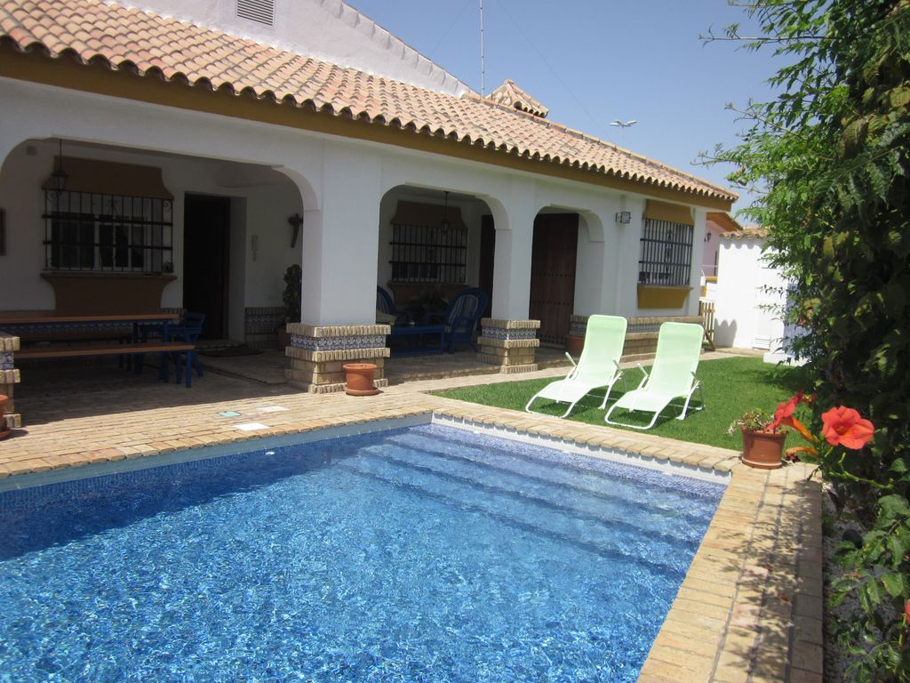 Casa bonita com piscina privada porches c homeaway for Valsain porche y jardin