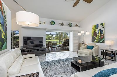A Stunning Lake View With Sunny Poollanai Modern Interior Meticulous Maintained Naples