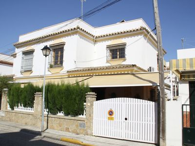 Photo for Apartment in Chipiona, Costa de la Luz, Andalusia, Spain. Garage, Air conditioning, Internet, satellite TV, dishwasher, terrace, garden, beach and sun almost all year.
