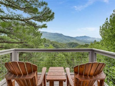 This is why it's called Angel's View - The view of the Great Smoky Mountains from the three rear decks of Angel's View is spectacular… and so are the furnishings and amenities of this custom-built home.