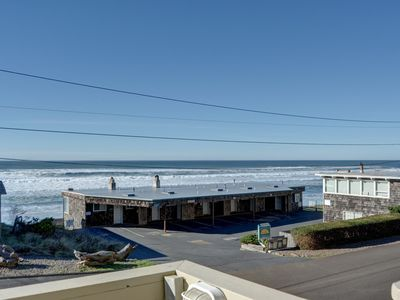 Photo for Cozy Lincoln City studio with pool access located near the beach & The Mist!