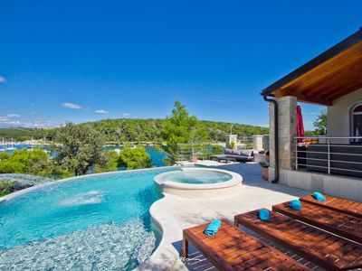 Photo for Waterfront villa with private pool near Pula