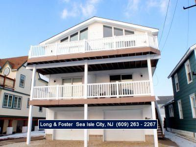 Photo for Central air, ceiling fans, modern kitchen. Within walking distance to great southend beach, stores, restaurants, marinas, etc.
