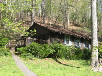 Blue Shutter Cottage is a cozy 1bedroom, 1bath vacation rental near Murphy, NC.