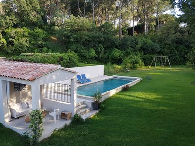 Photo for Fabulous: House, garden with sun + shade, large pool, near the village!